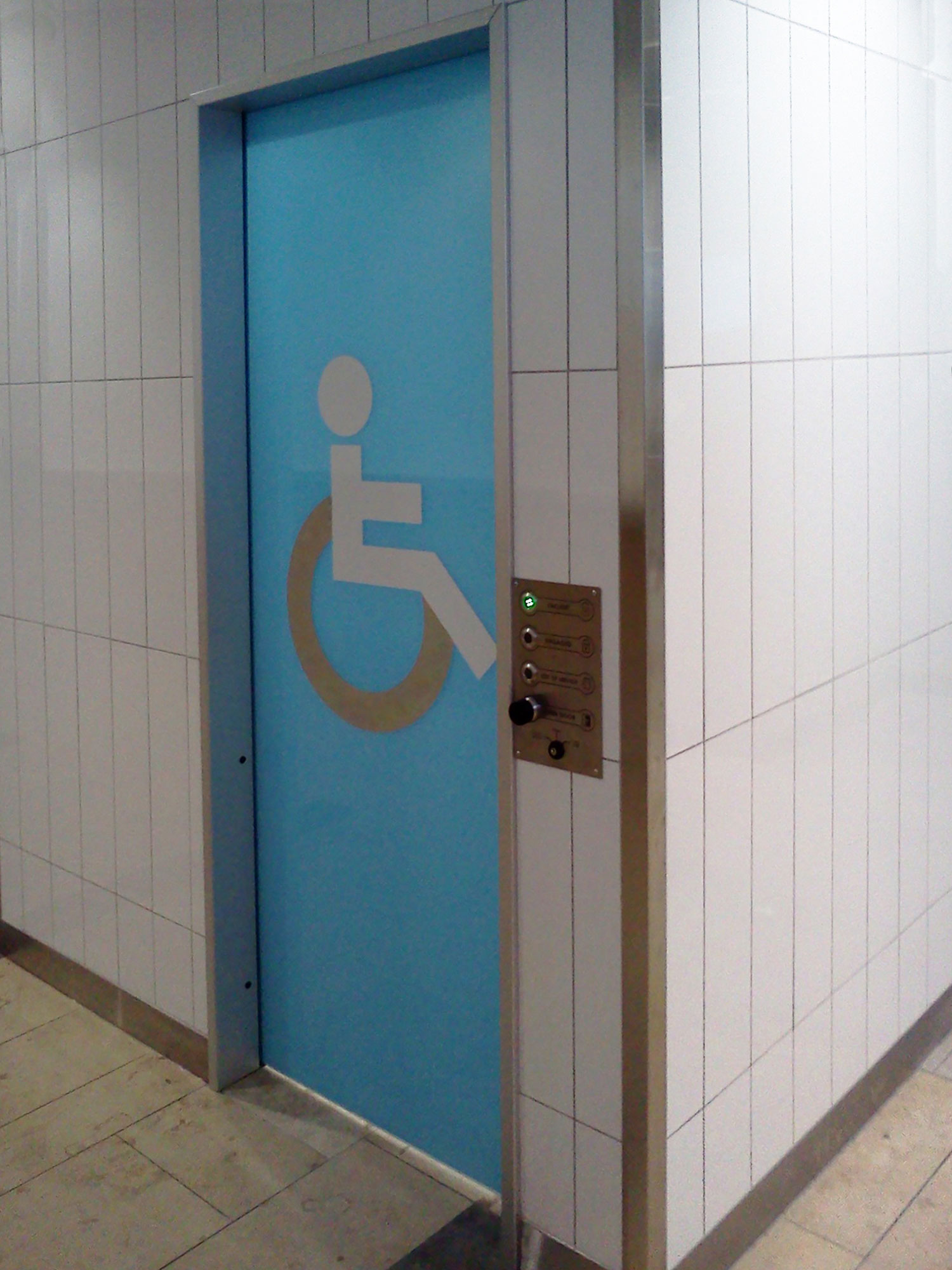 AutoCav WC with aluminium door